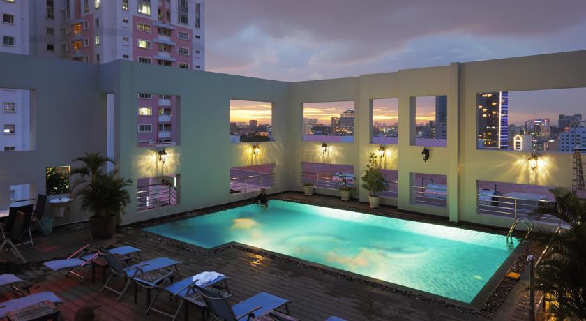 Sunland-Hotel-Pool-Ho-Chi-Minh