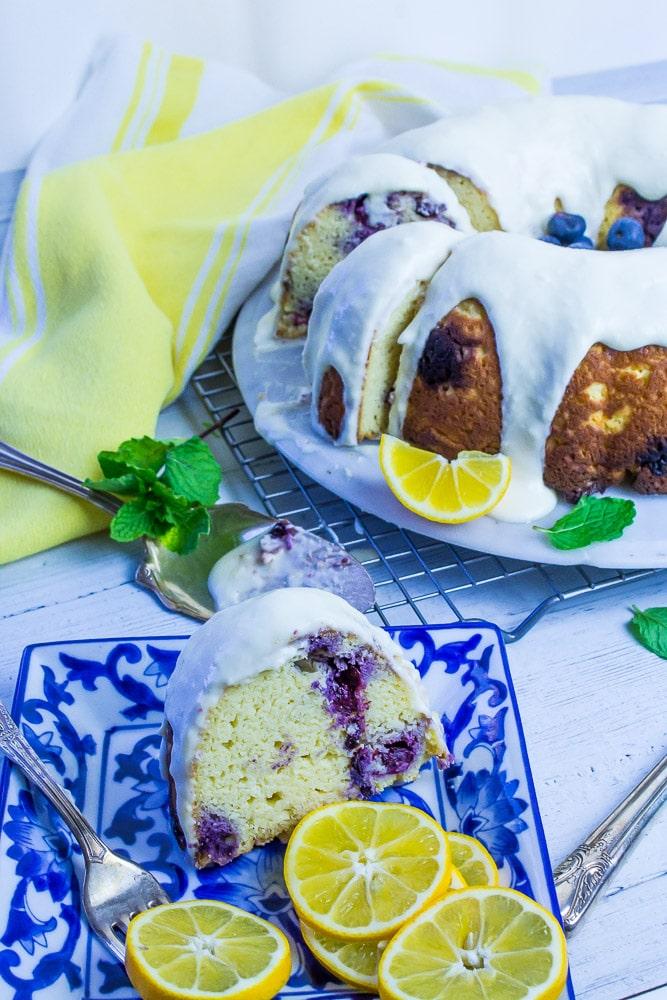 Keto+Lemon+Blueberry+Cake from The Kellie Kitchen = WIN!!!