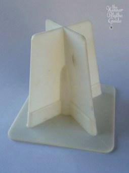 white stand 2