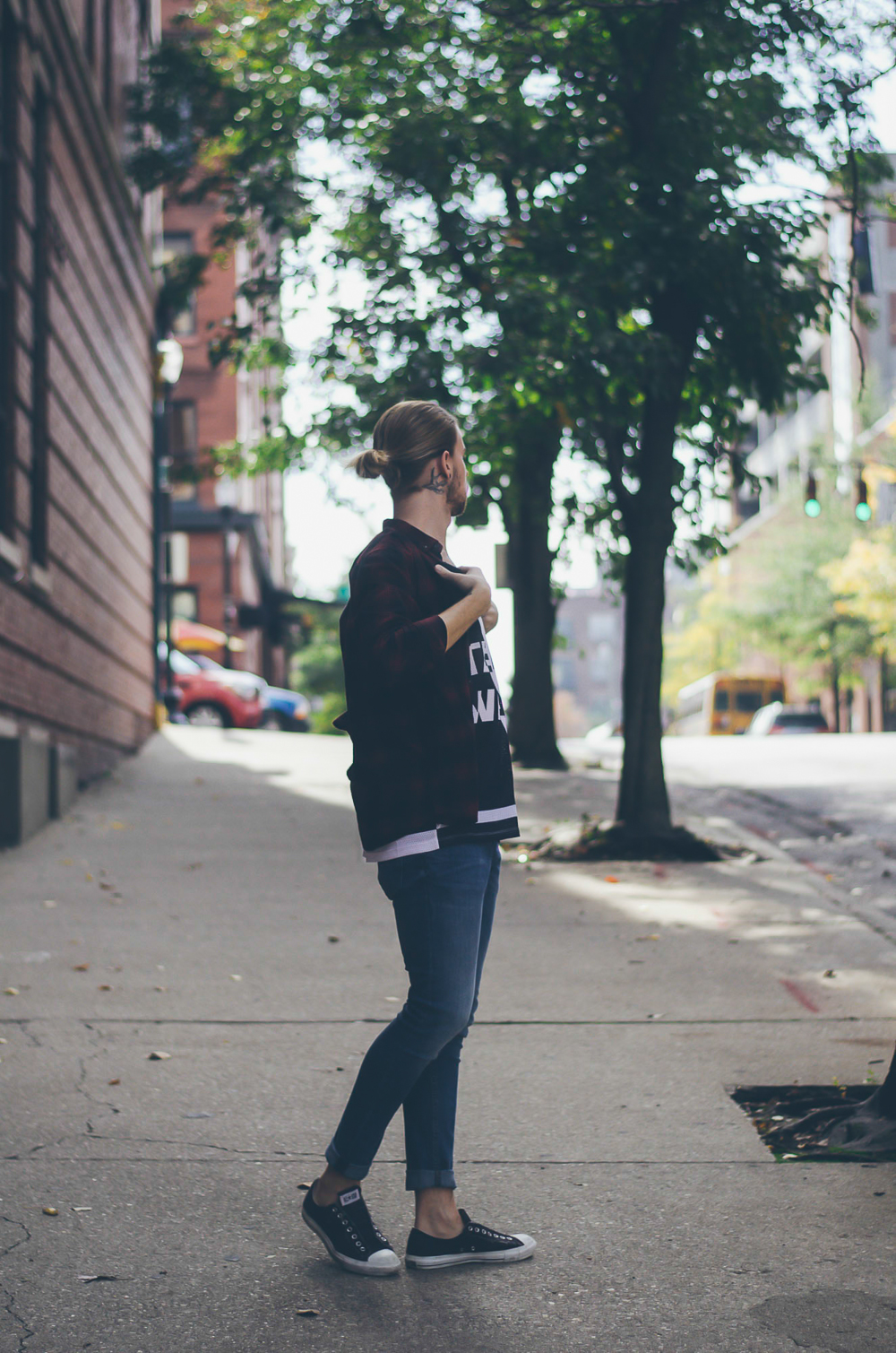 The Kentucky Gent, a Louisville, Kentucky men's fashion blogger, in ALEXANDERWANGXHM Jersey Tank Top, H&M Denim Jeans, H&M Plaid Shirt, Converse Chuck Taylors, and Ray-Ban Aviator Sunglasses.