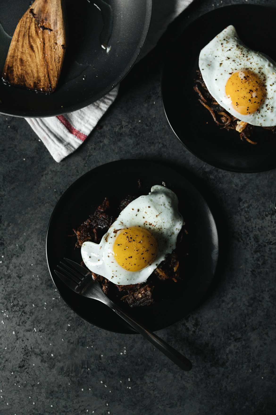 chili hash browns topped with egg