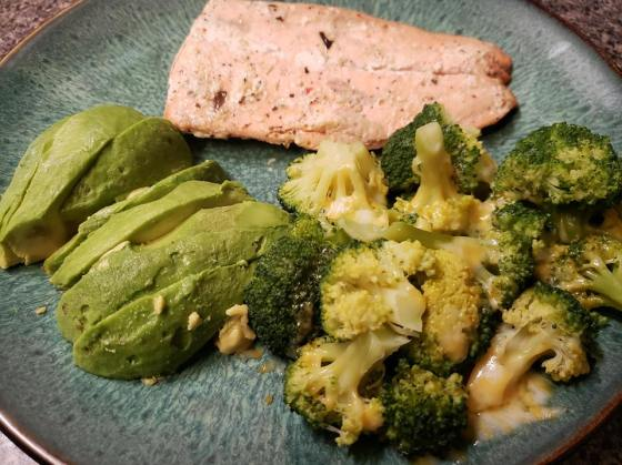 Salmon w broccoli and avocado
