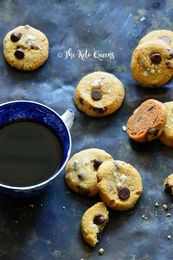 Keto-Crunchy-Chocolate-Chip-Cookies