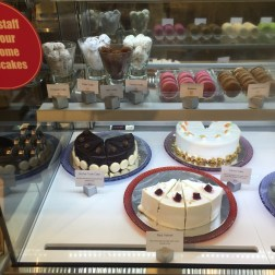 Cakes and Macarons (1)