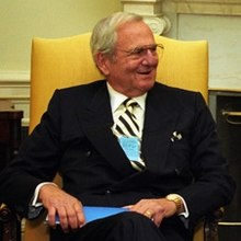 220px-Lee_Iacocca_at_the_White_House_in_1993