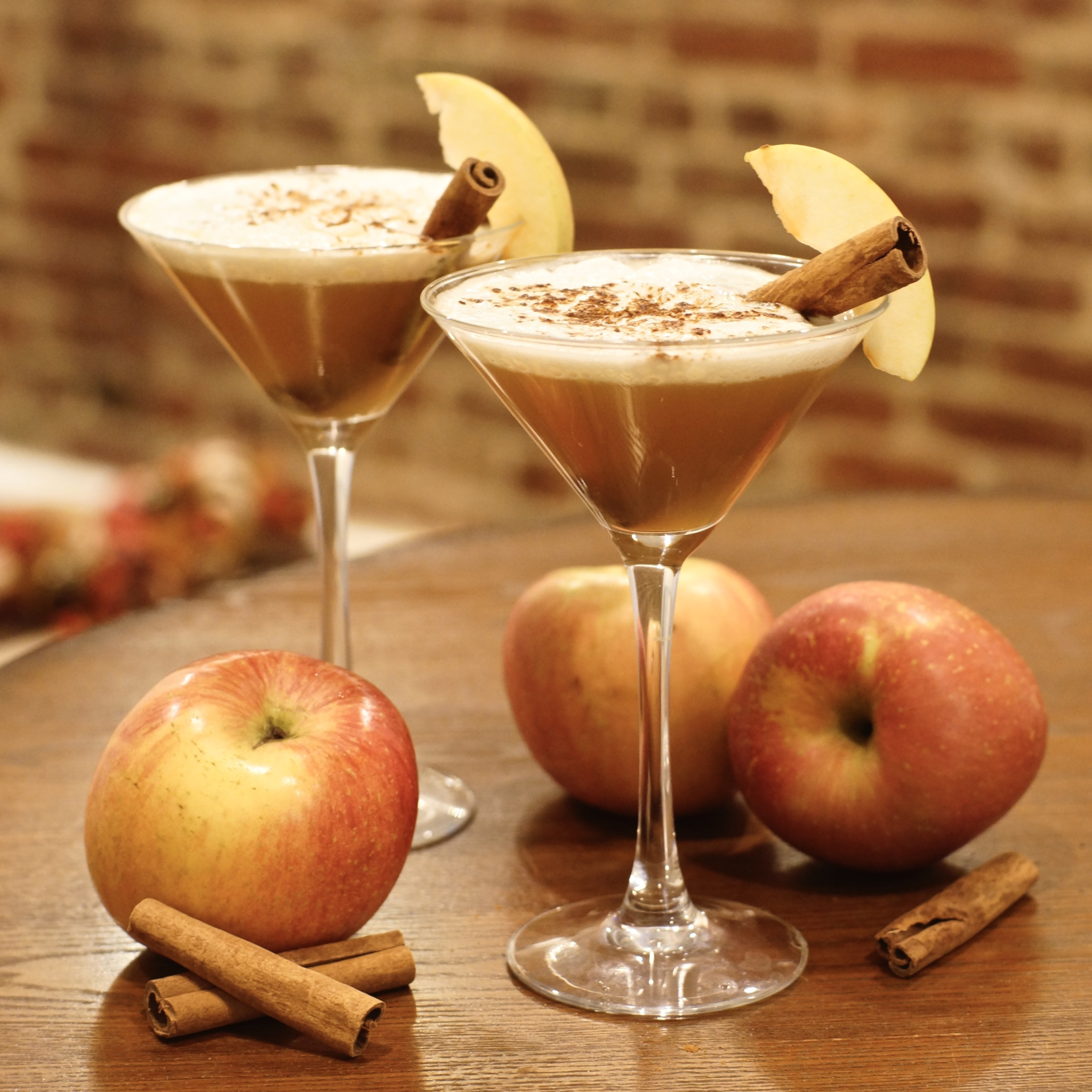 Apple Pie Cocktail: Warm Spiced Apple Cider with Rum