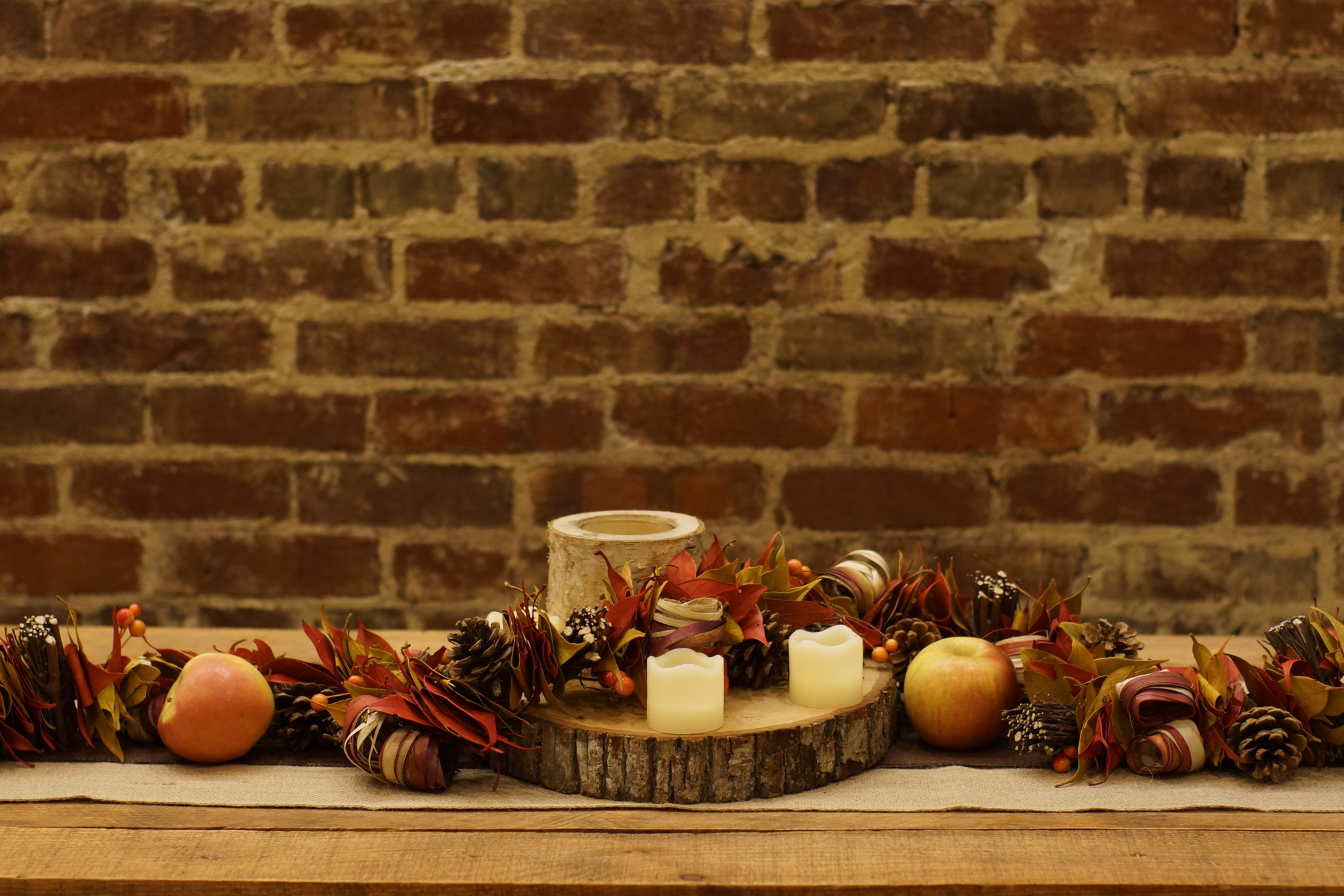 DIY Pallet Coffee Table with Hairpin Legs & Fall Autumn Decor Decorations - Happy Thanksgiving - Wood Slice Cutting Board