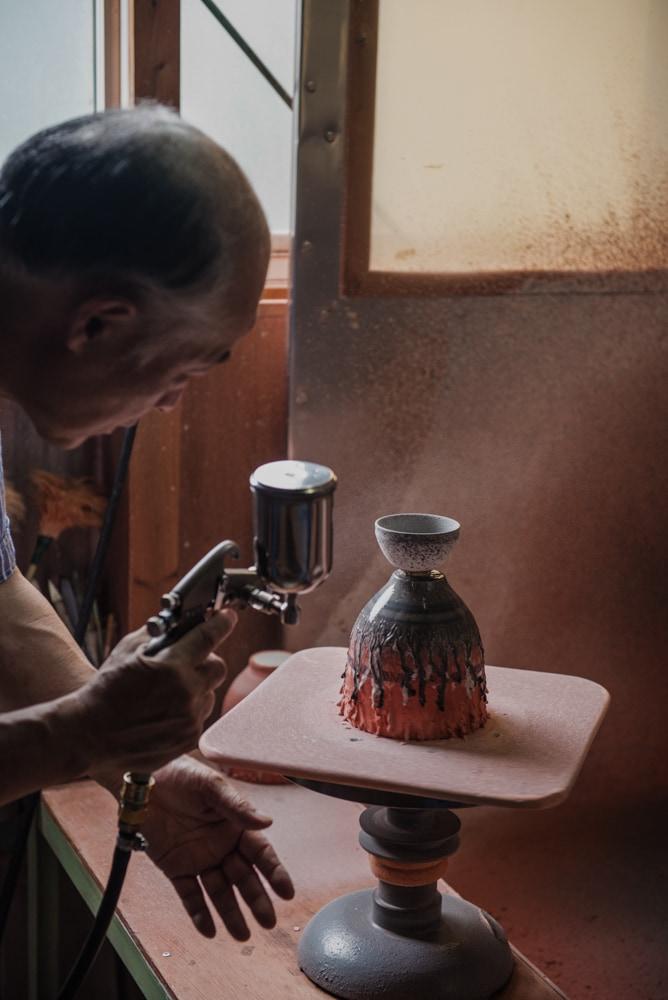 Spraying glaze