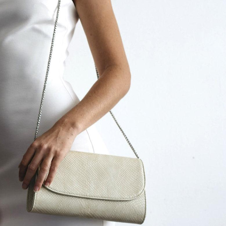 Svala_-_cream_didi_clutch_with_model