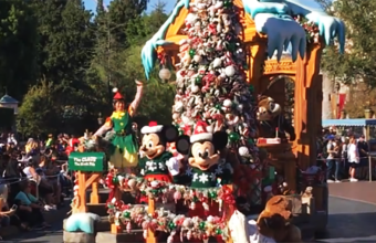 A-Christmas-Fantasy-Parade-in-Disneyland