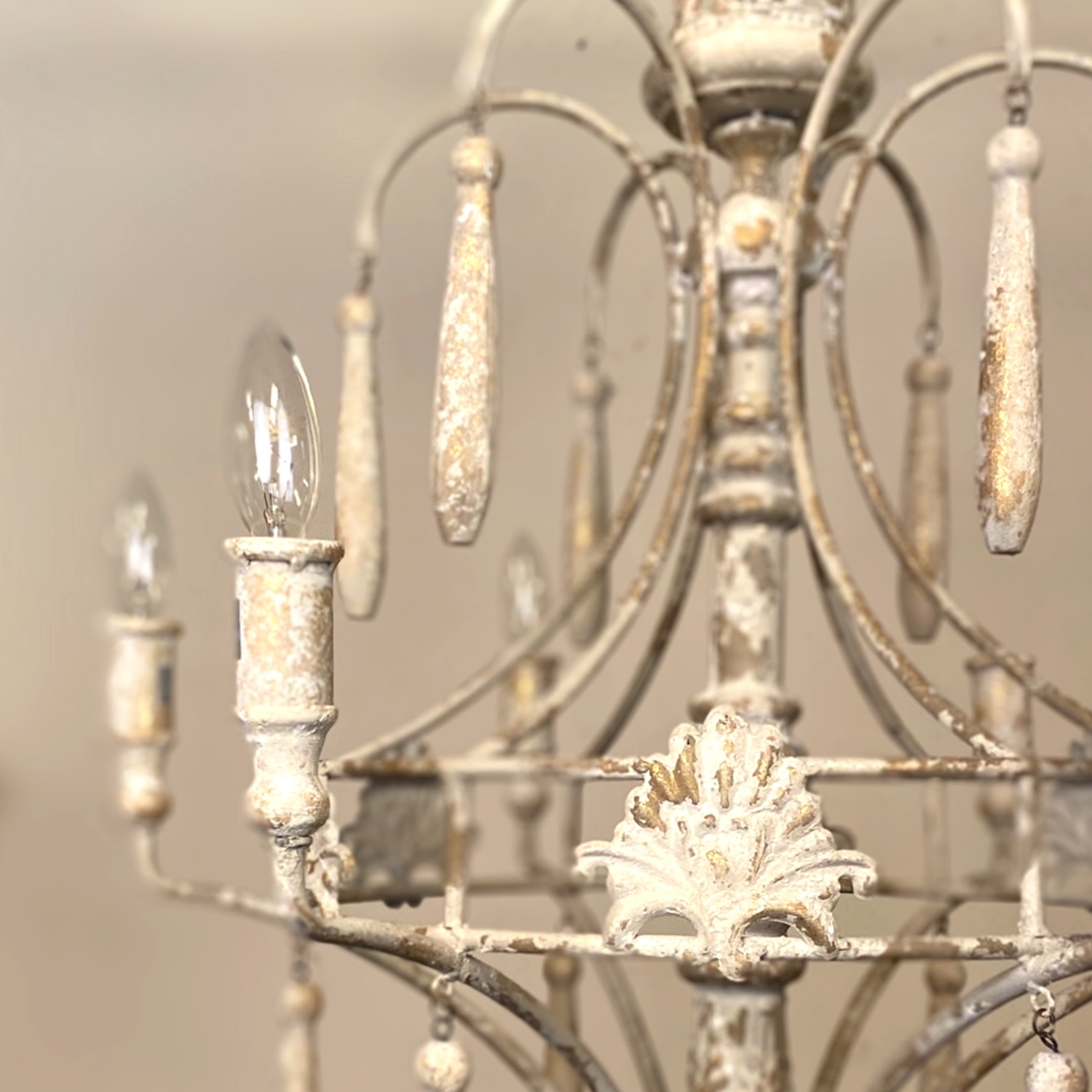 How to Use Shabby Chic Chandeliers