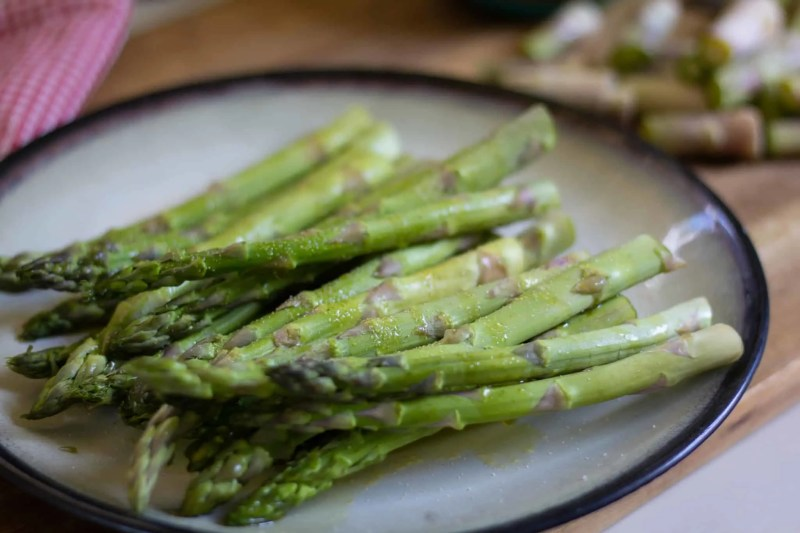 seasoned asparagus on a plate