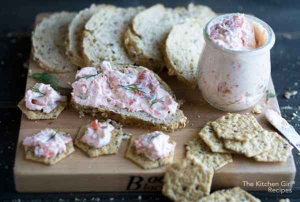 Smoked salmon dip on the lighter side with nonfat Greek yogurt, reduced fat cream cheese, and fresh dill. #holidaydip #brunch #salmondip #salmonspread #smokedsalmon #breakfast #greekyogurt