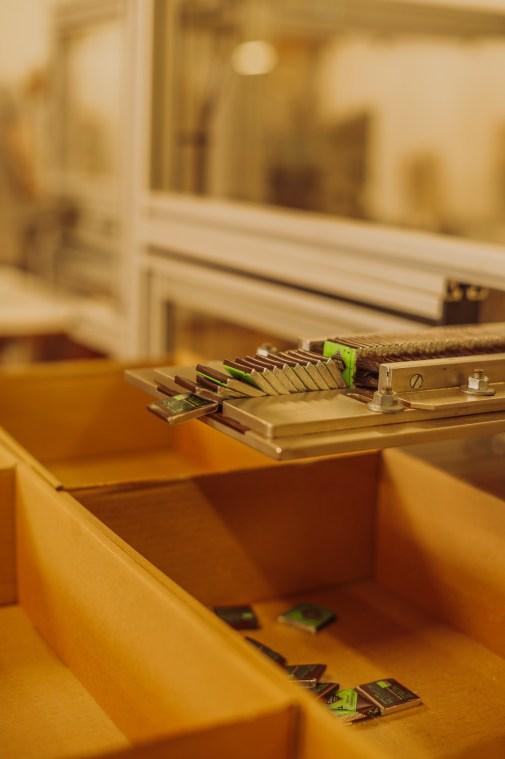 Machine à emballer le chocolat fonctionnant sans électricité