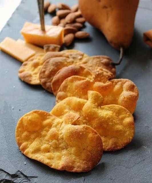 Trying to impress this Thanksgiving? Make fromscratch Pumpkin Crackers tohellip