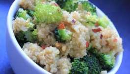 Clean Eating 'Cheesy' Chilli Broccoli Quinoa