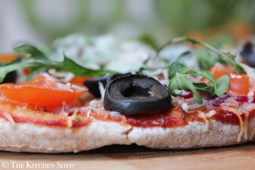 The Kitchen Shed - Clean Eating Goats Cheese Pitta Pizza #lunchboxideas