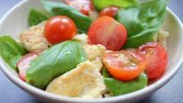 Clean Eating Tomato & Basil Scrambled Eggs