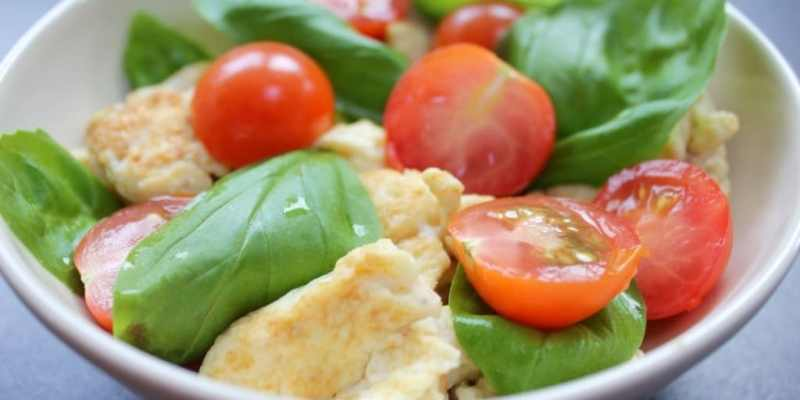 Clean Eating Tomato & Basil Scrambled Eggs - The Kitchen Shed