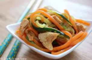 Clean Eating Vegetable Noodles with Garlic Ginger Turkey