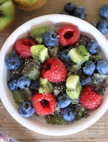 Clean Eating Berry Kiwi Porridge 1