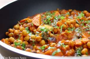 Clean Eating Chickpea, Sweet Potato & Spinach Curry
