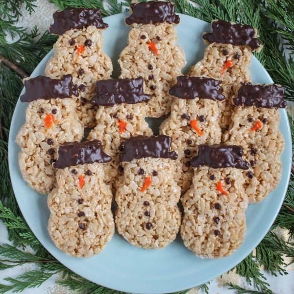 Snowmen rice krispie treats thekittchen for Different ways to make rice krispie treats