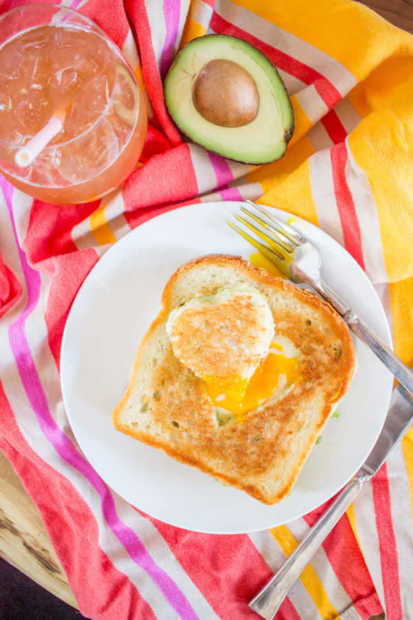 Avocado Cheddar Grilled Cheese Egg in the Hole combines three of my favorite things: grilled cheese, avocado toast, and a sunny side up egg. What more could you want? This meal is the ultimate brunch.