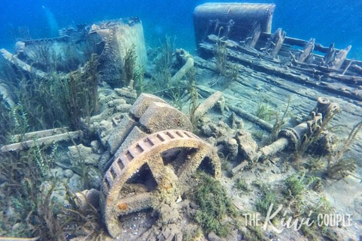 Sunken shipwreck in Big Tub Harbour