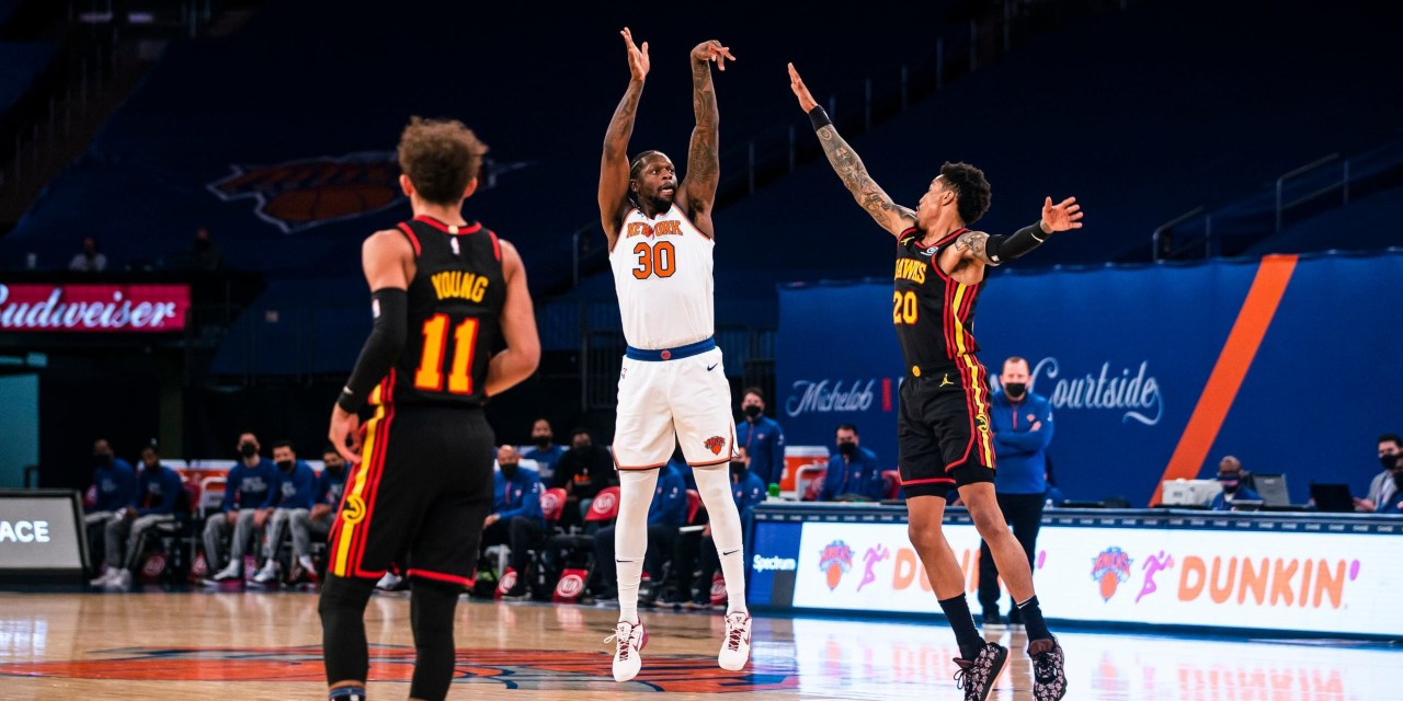 Randle, Knicks' Hot Three-Point Shooting Stave Off Hawks