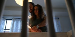 Ilana Glazer and Justin Theroux in False Positive