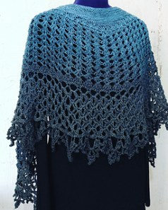 Dragonfruit Shawl in a gradient by Disou on Ravelry