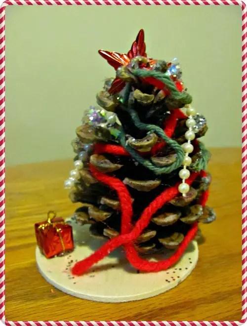 http://thekoalamom.com/2012/12/christmas-tree-traditions.html