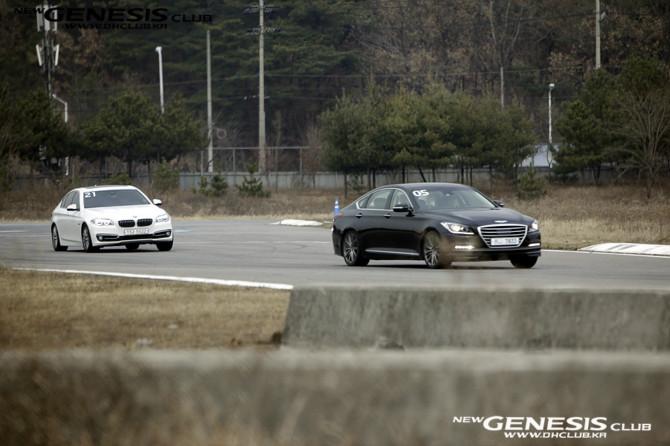 hyundai-genesis-sedan-rolling-test-track (4)