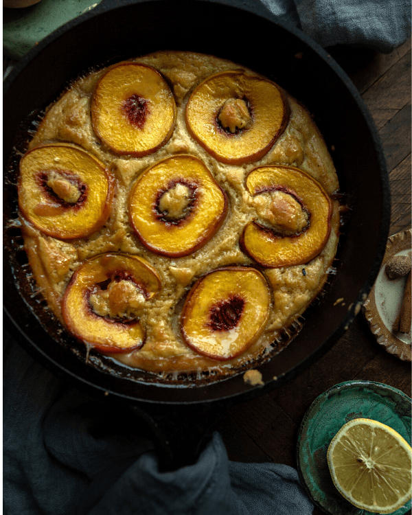 peach cobbler cake in cast iron pan