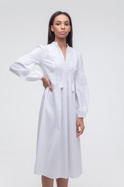 Платье с объемным рукавом и вышивкой белое - THE LACE