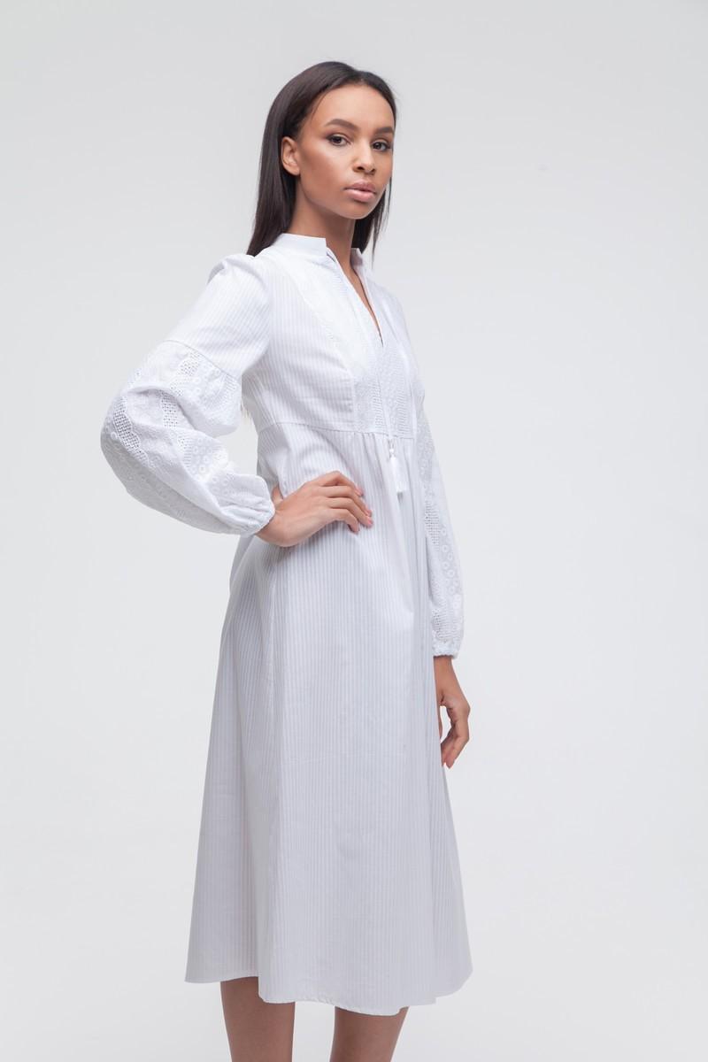 Платье с объемным рукавом и вышивкой белое — THE LACE