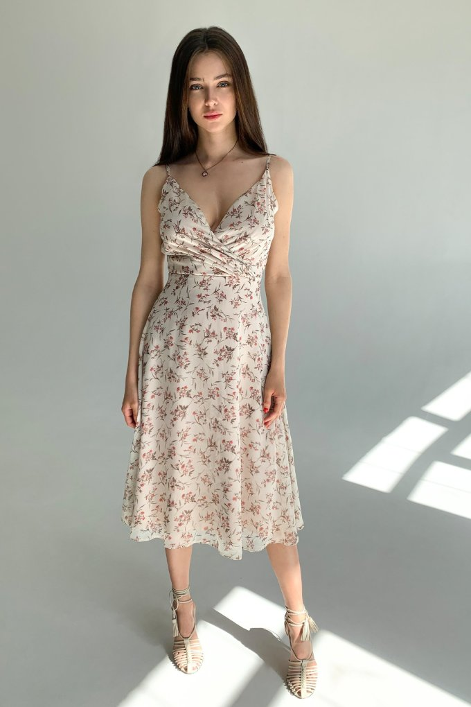 Dress on thin straps beige Sensual flowers - THE LACE