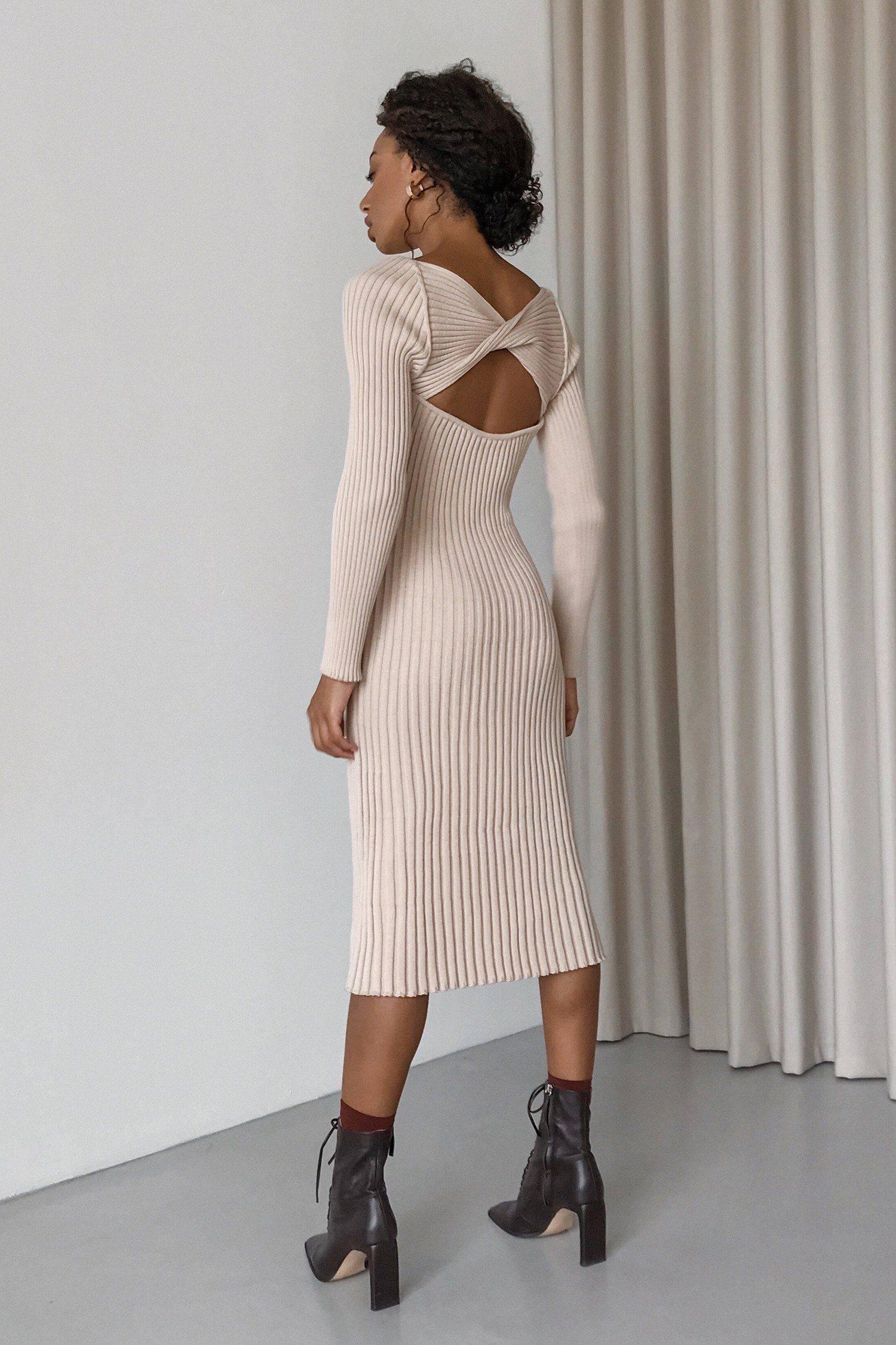 Платье трикотажное с узлом на спине кремовое - THE LACE