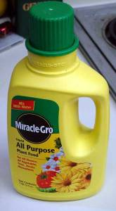 Make DIY Liquid Miracle Grow Concentrate For $0.35 A Container!