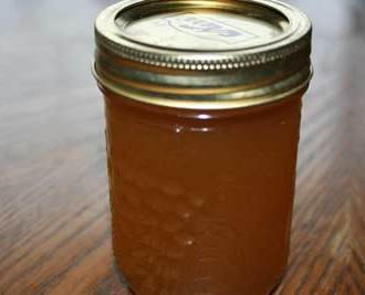 DIY All-Natural Apple-Honey Cough Syrup