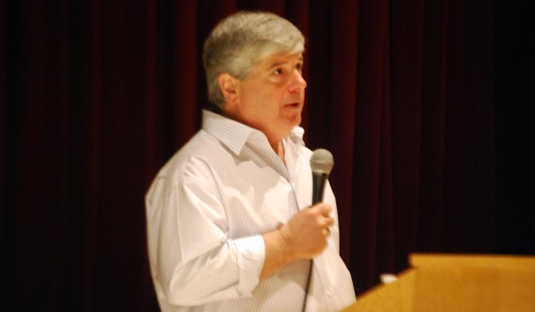 Novelist David Rosenfelt Speaks To CCHS Students As Part Of Author Day