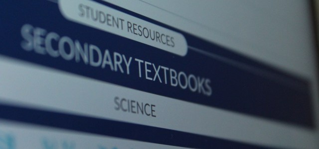 Turning to the wrong page: Physical textbooks are better than those online