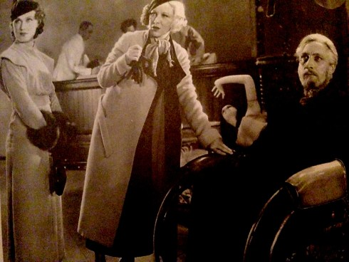 Glenda Farrell, Fay Wray and Lionel Barrymore in Mystery of the Wax Museum