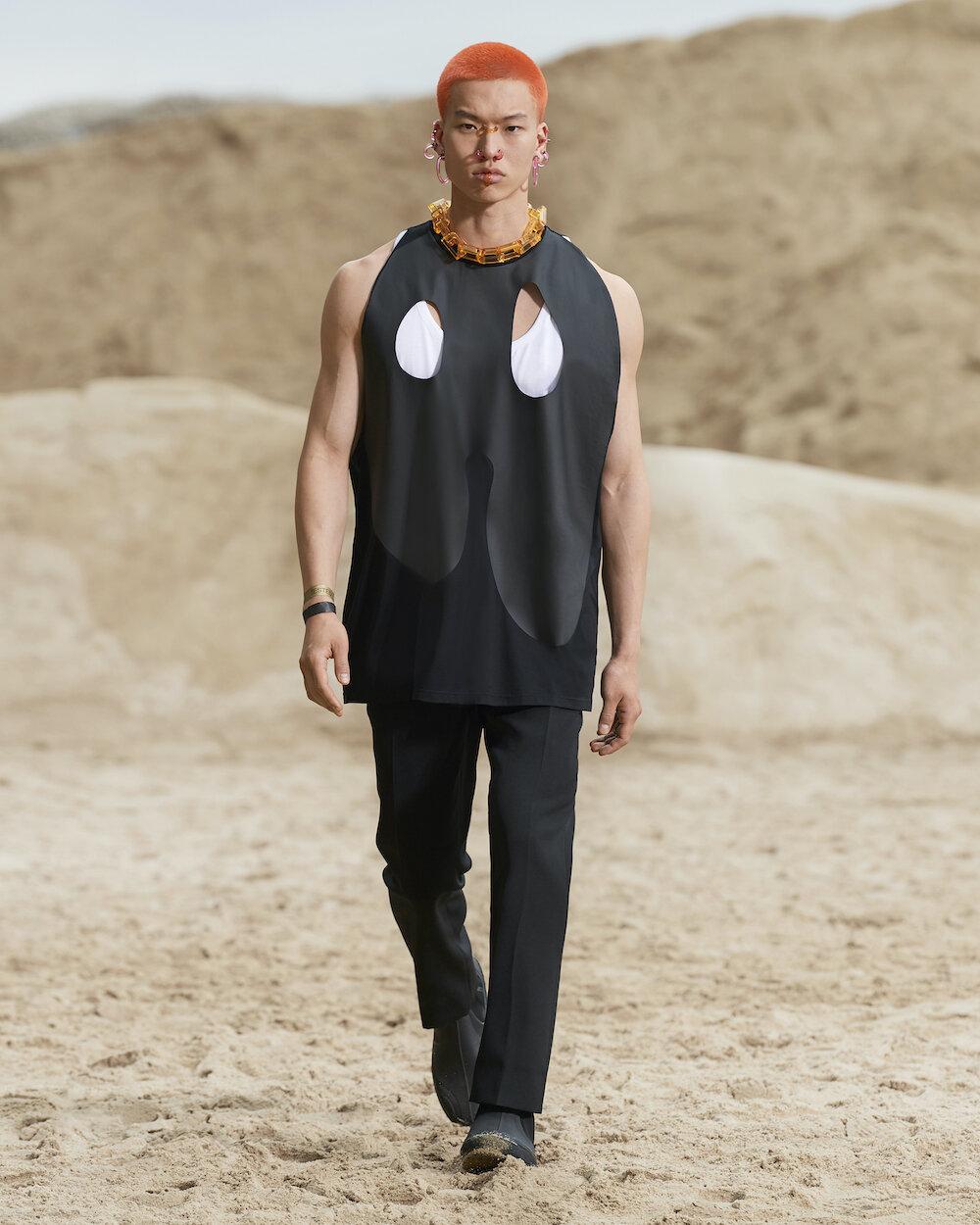 Burberry Spring_Summer 2022 Menswear Presentation Collection - Look 17 - Nic.jpg