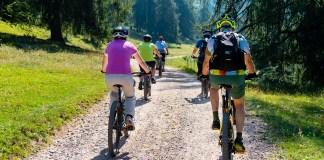 e-mountain bikers