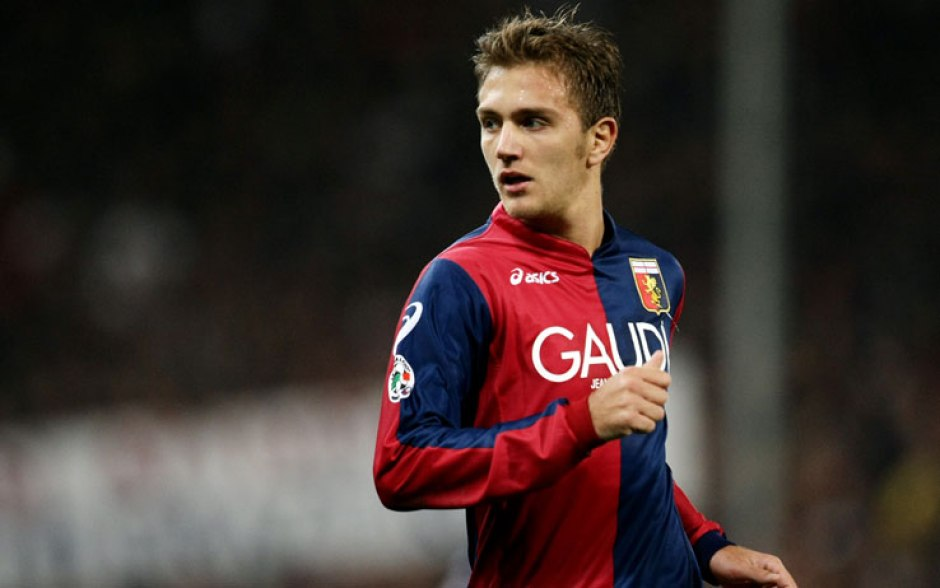 Criscito Playing for Genoa - Sky Sport