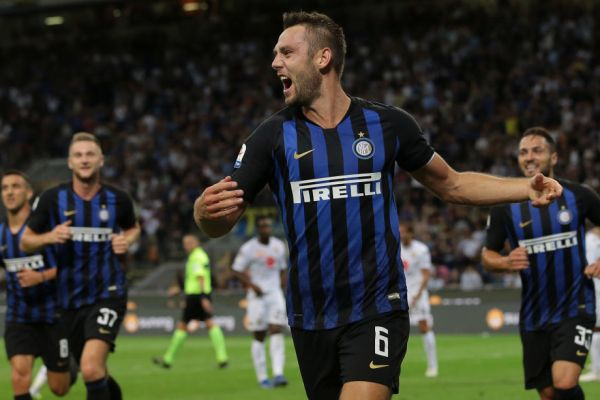 Stefan de Vrij in Inter's home kit, Source- FC Inter 1908