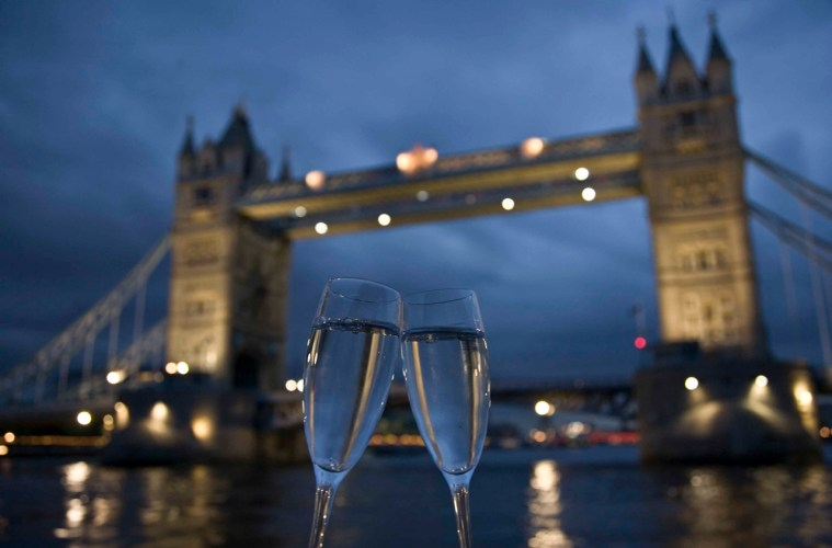 Valentines's Day London Bridge Champagne