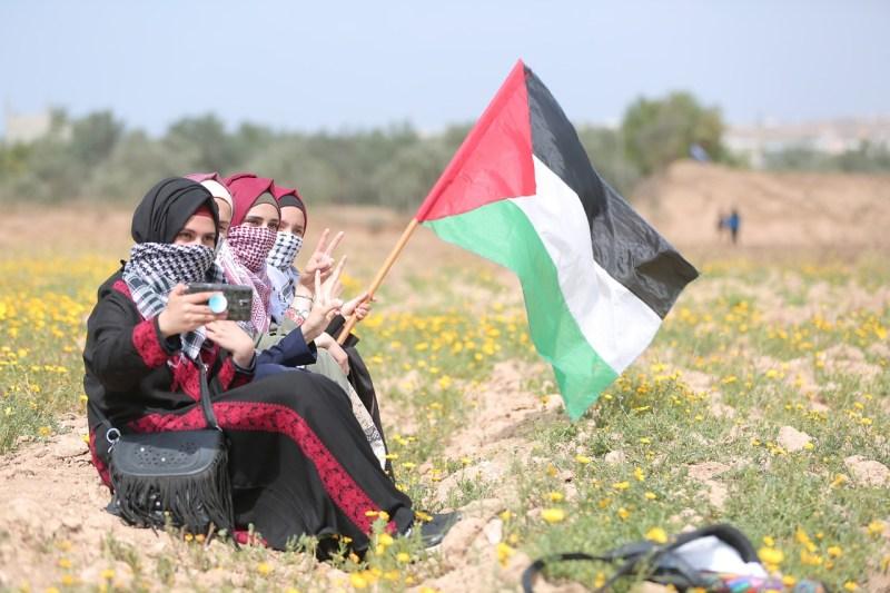 פלסטיניות מפגינות